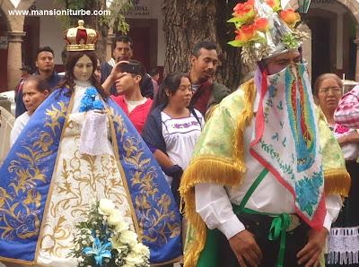 Los Moros de Tejaro ante la Virgen de la Salud de Pátzcuaro