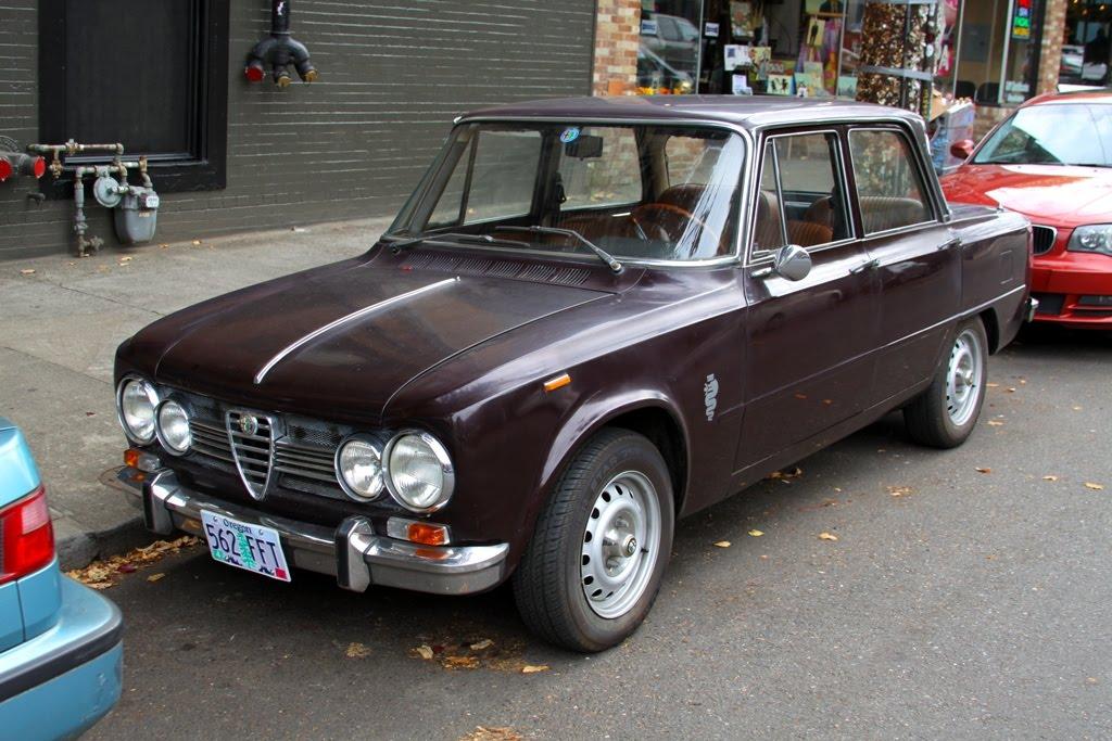 old parked cars 1972 alfa romeo giulia super 1 3. Black Bedroom Furniture Sets. Home Design Ideas