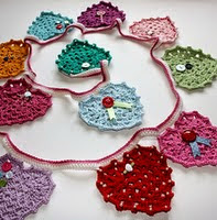 http://www.ravelry.com/patterns/library/granny-heart-bunting