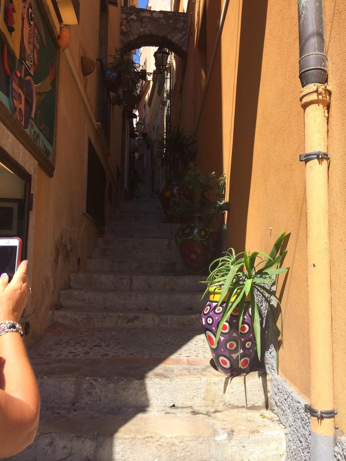 ceramic-vase-in-Taormina-sicily