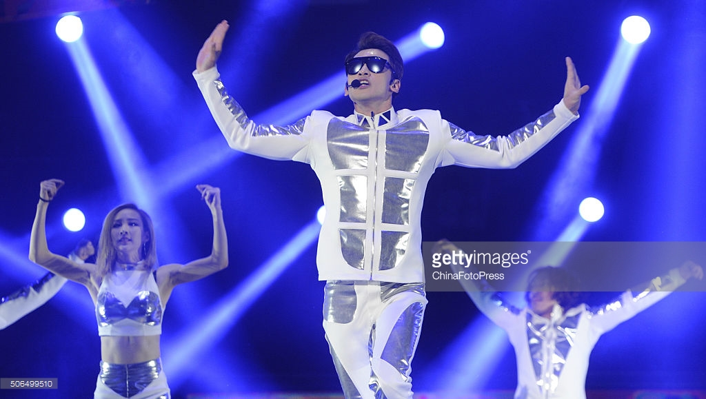 http://3.bp.blogspot.com/-ySaIREtM7xM/VqXRWJj5mHI/AAAAAAABQxQ/73LNjbzTVfU/s1600/south-korean-singer-rain-performs-onstage-during-his-concert-the-picture-id506499510.jpg