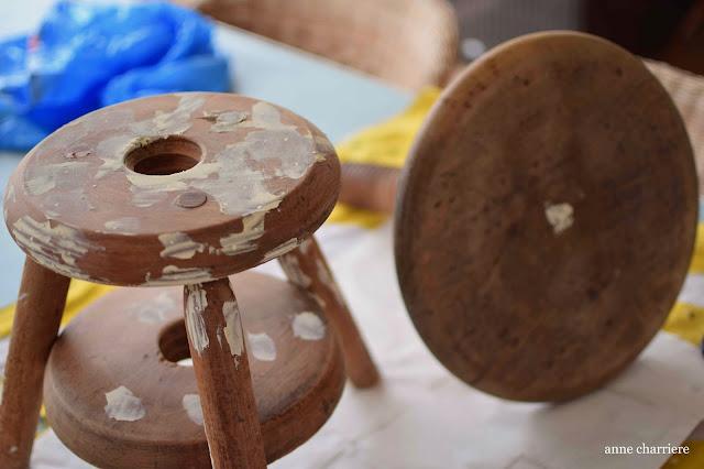 www.annecharriere.com, pintura de leche, taburete antiguo,