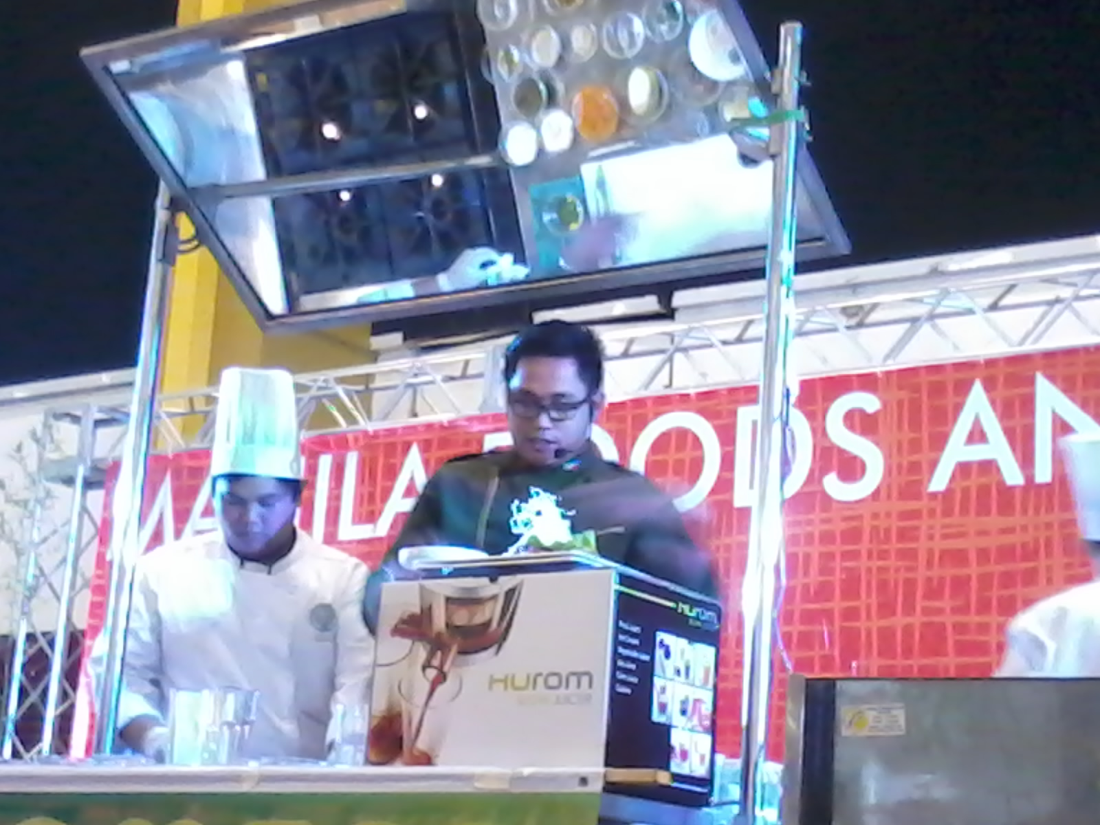 Hurom Slow Juicer Demonstration : HUROM SLOW JUICER DEMO BY CHEF KEL ZAGUIRRE AT THE MAFBEX 2012 Security Blanket