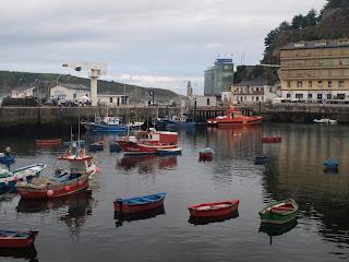 Vista del puerto de Luarca. View of the port of Luarca