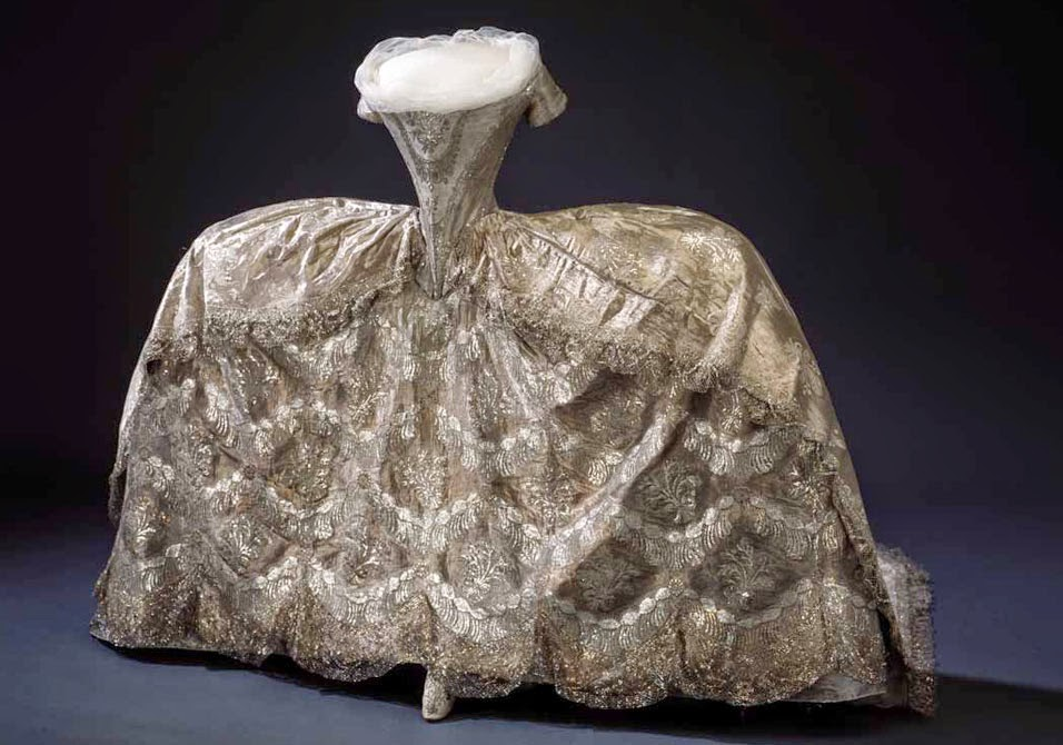 reading treasure marie antoinette 39 s wedding dress