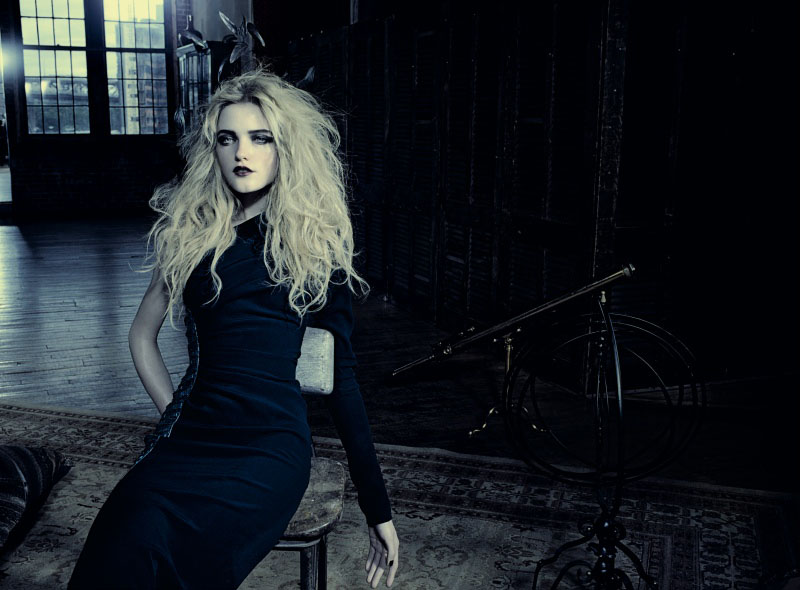 lada Roslyakova in Prima donna |  Marie Claire Italia October 2010 (photography: Jaques Olivar, styling: Laura Seganti)