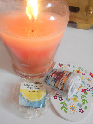 Yankee Candly Simply Home in Citrus Water and Yankee Candle Beach Holiday