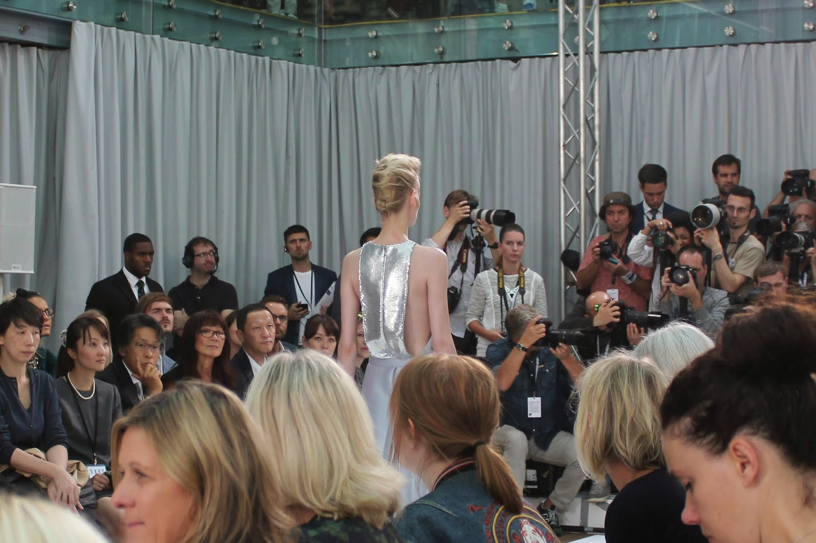 london-fashion-week-2014-lfw-DAKS-show-catwalk-spring-summer-2015-models-clothes-fashion-frow-royal-opera-house-dress-sequins