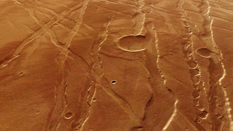 CO2 helado pudo formar los barrancos de Marte, en lugar de corrientes de agua