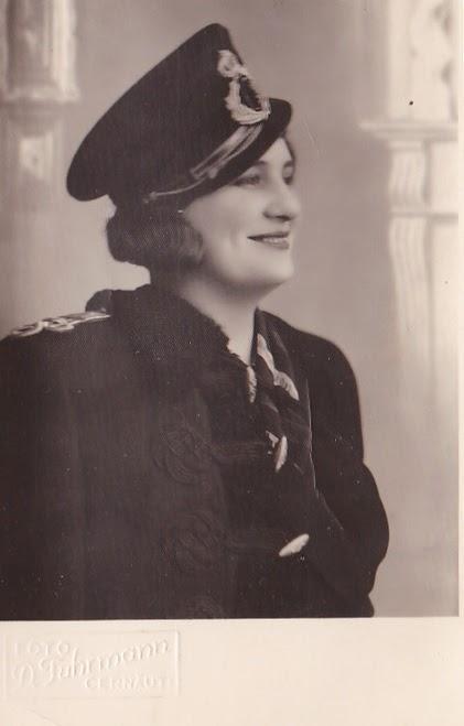 Tanara in uniforma militara Cernauti 1929