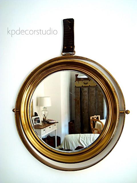 Comprar espejo original antiguo de barco. Color latón dorado y cinta de cuero