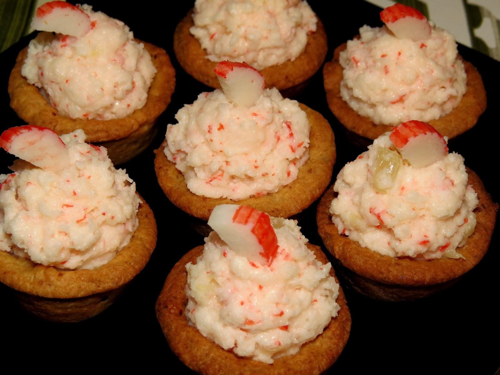 Mini tartaletas rellenas de surimi, coco y piña