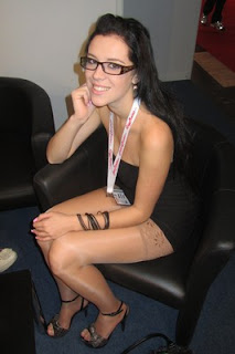 kabar-aneh.blogspot.com - 10 Top Bintang Porno Termuda di Dunia
