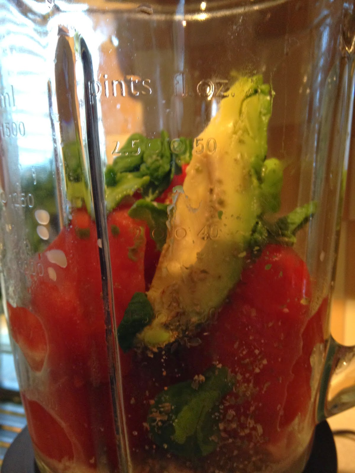 Kremowa zupa pomidorowa z bazylią (RAW)