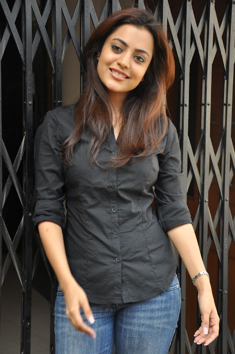 nisha agarwal new @ solo sucess meet photo gallery