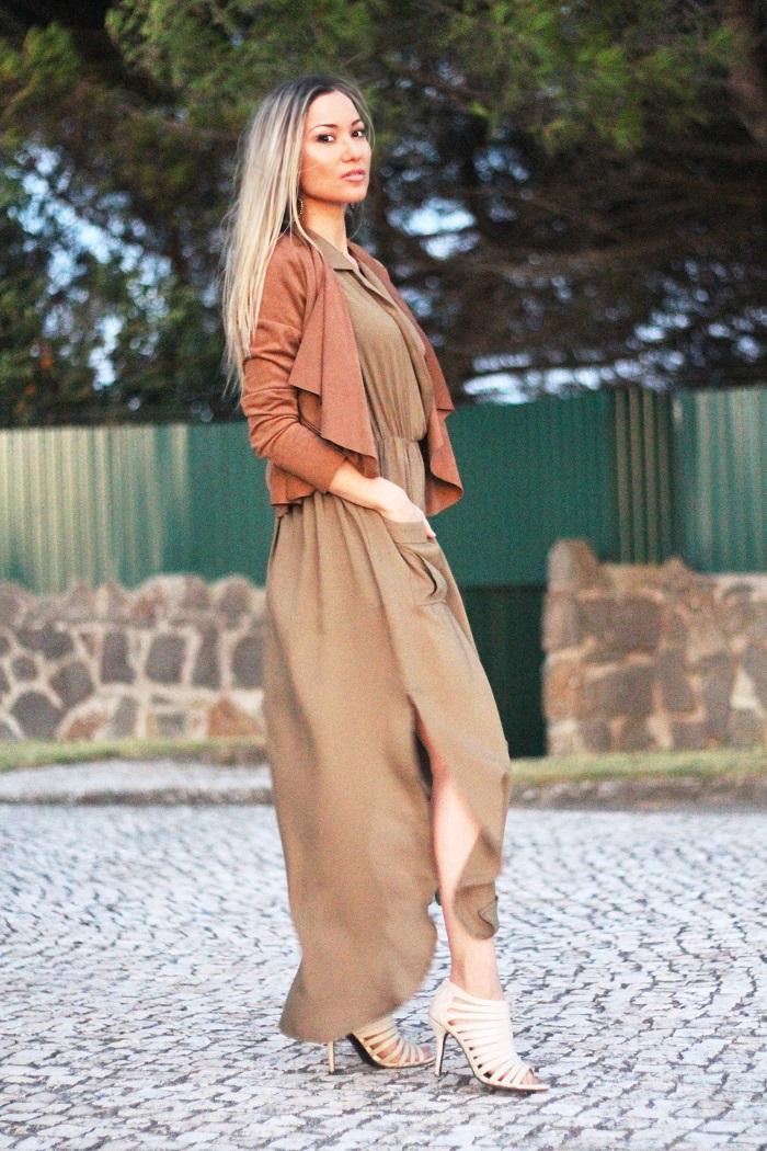Gostei imenso deste maxi dress. Tanto que foi o vestido que pedi para me enviarem na minha colaboração com a Sheinside. Look do dia/Outfit. Vestido verde tropa, army green. Casaco camurça camel. Promod. Carteira Guess. Tendências Outono Inverno 2015 2016. Dicas de moda. Style Statement. Blog de moda portugal.