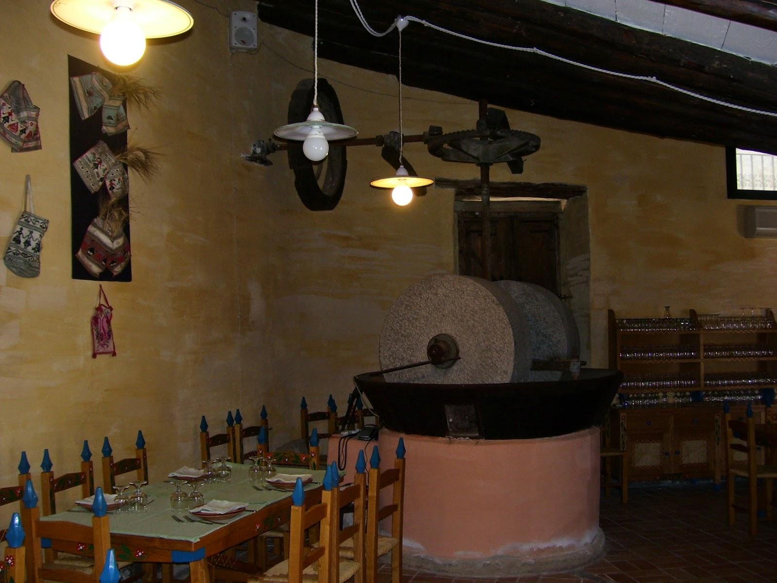 Nella Sala Da Pranzo Del Ristorante Resta Immobile L'antica Macina Per  #AF941C 1600 1200 Sala Da Pranzo Del Convento Sinonimo