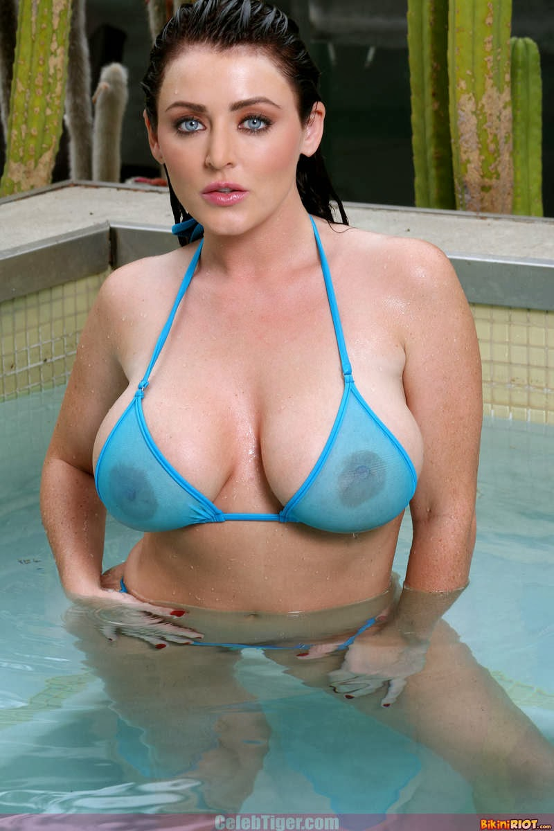 Busty+Babe+Sophie+Dee+Wet+In+Pool+Taking+Off+Her+Blue+Bikini+Posing+Naked www.CelebTiger.com 3 Busty Babe Sophie Dee Wet In Pool Taking Off Her Blue Bikini Posing Naked HQ Photos