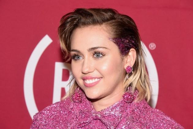 Miley Cyrus publica parte de una nueva canción.