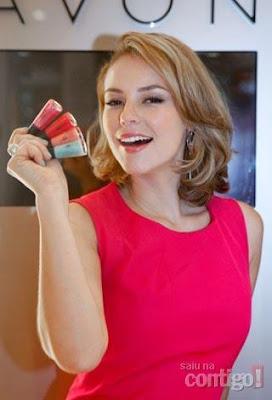 Paola Oliveira para esmaltes Avon