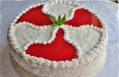 Çilekli Pelteli Yaş Pasta Tarifi