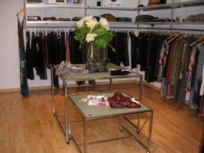 Fashionerias decorar tienda de ropa for Muebles para boutique