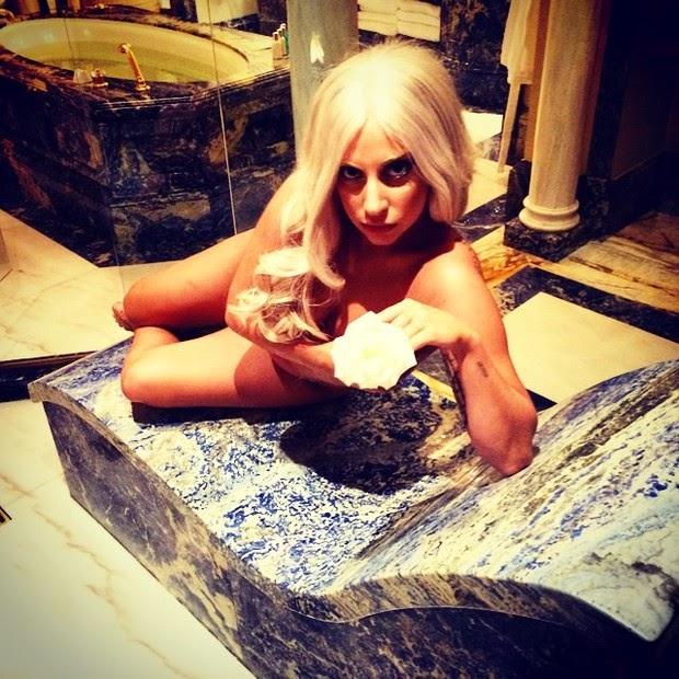 Lady Gaga makes photo thong and no bra