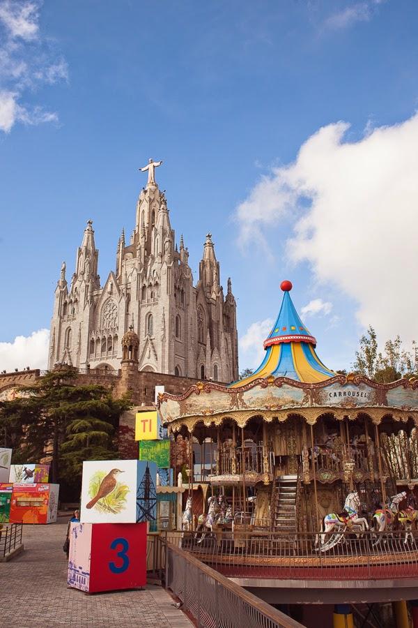 Храм и старинный парк аттракционов на горе Тибидабо, Барселона