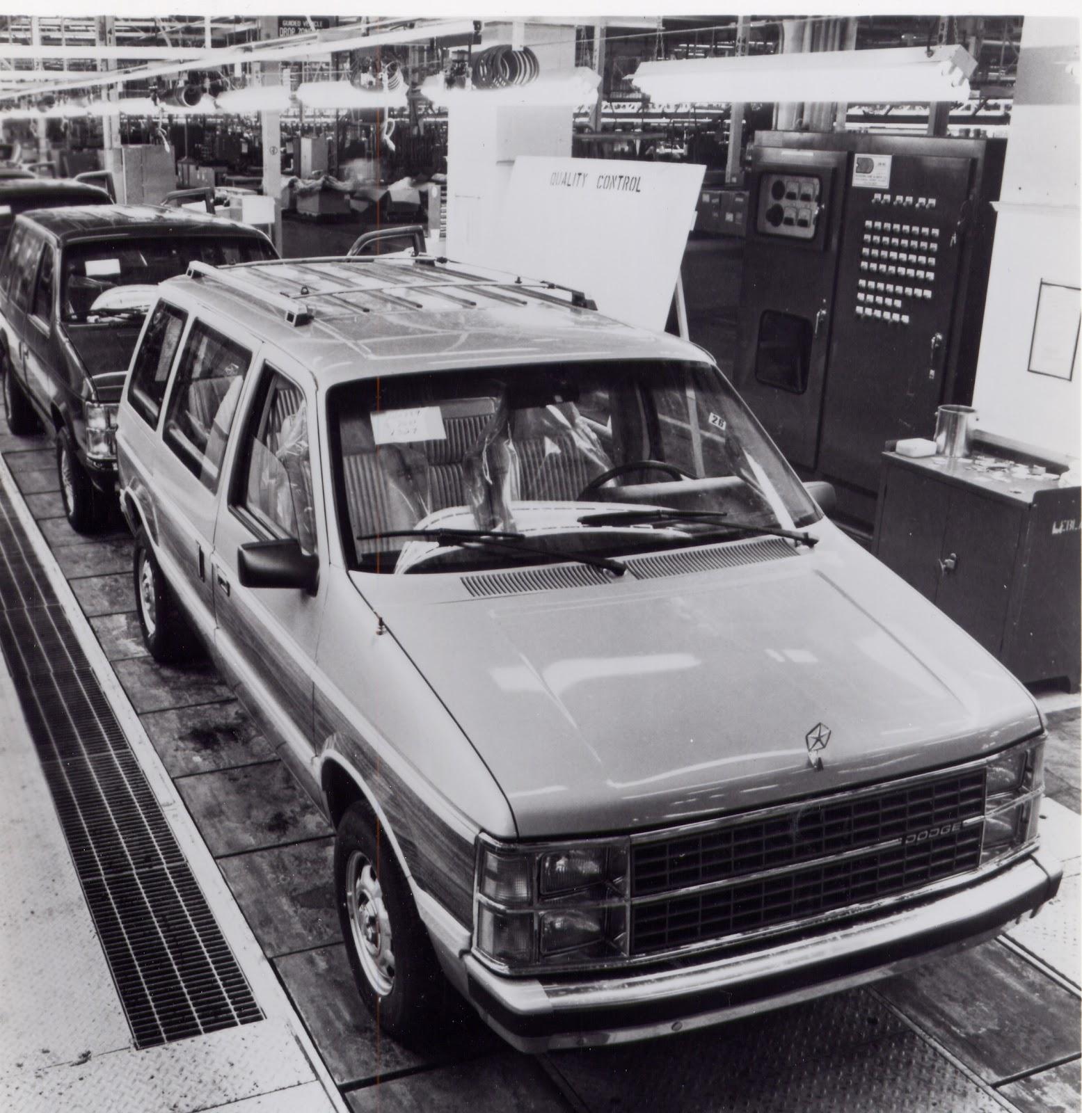 Old Cars Canada: 1984 Dodge Caravan & Plymouth Voyageur