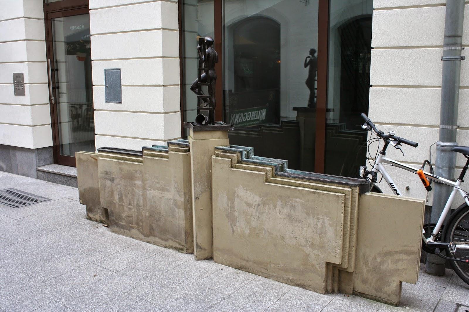 """Der """"Fensterputzerbrunnen"""" in der Handwerkerpassage"""