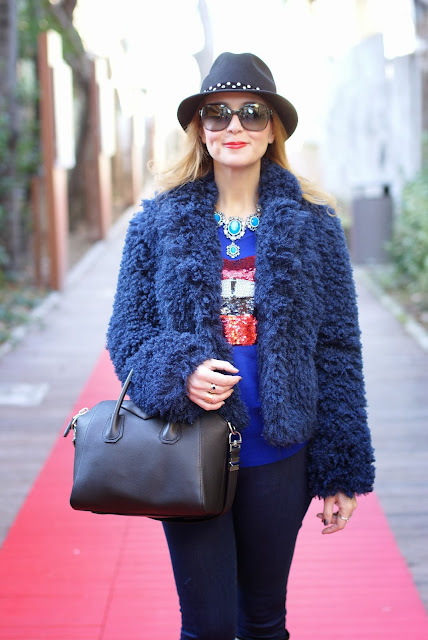 So Allure fake fur jacket, Givenchy Antigona bag, Romwe sequin lips jumper, black small Antigona, Fashion and Cookies, fashion blogger
