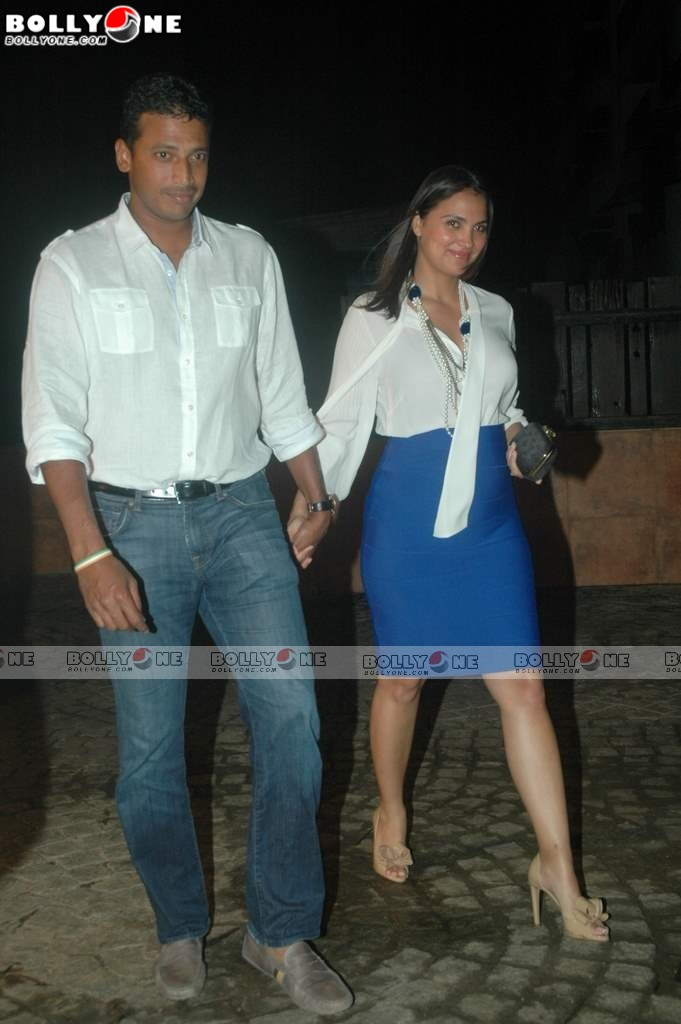 Pregnant Lara Dutta at Speedy Singh Movie Bash