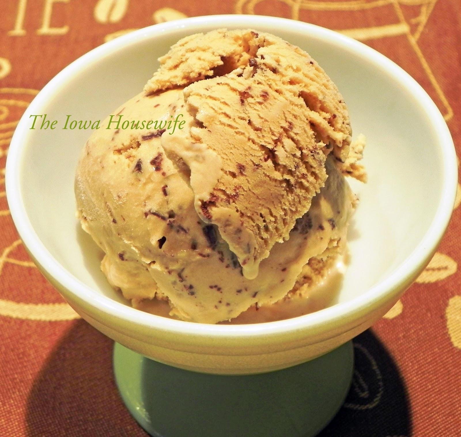 The Iowa Housewife: Coffee Chocolate Ice Cream