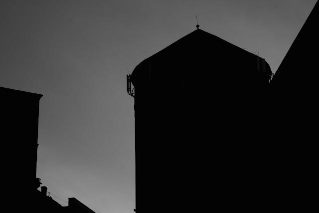 Abstrakcyjna fotografia krajobrazu. Piktorialny obraz miasta. Wieza cisnien. Ruda Slaska, Nowy Bytom. fot. Lukasz Cyrus