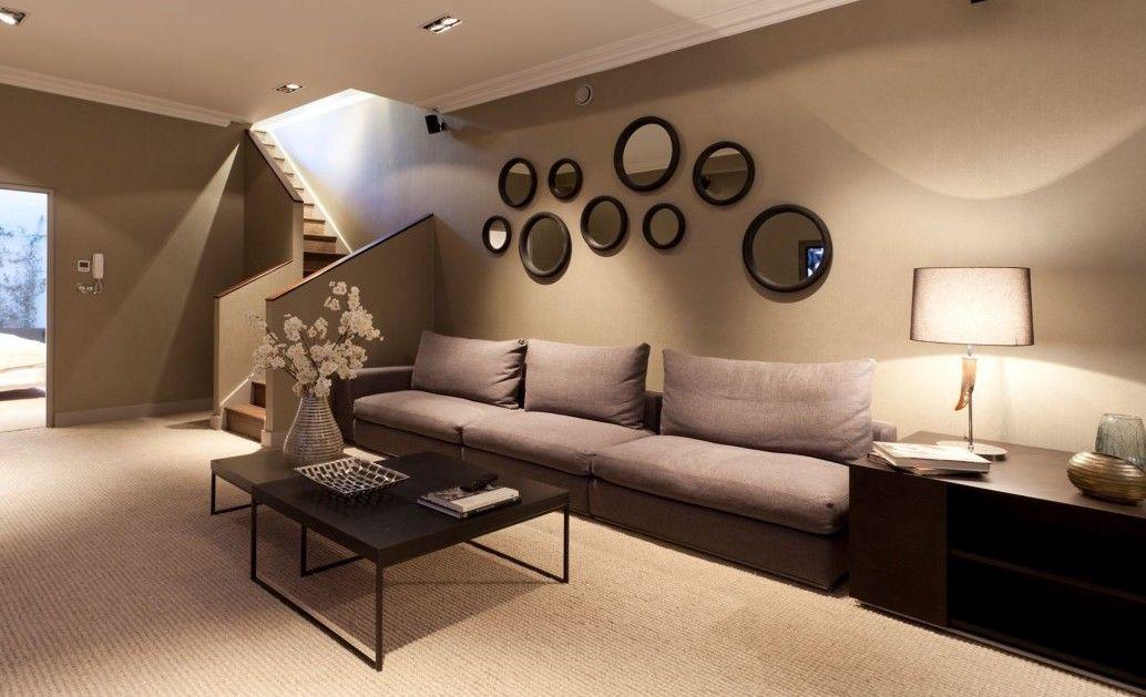 Salas modernas color marr n colores en casa for Paredes de salas modernas