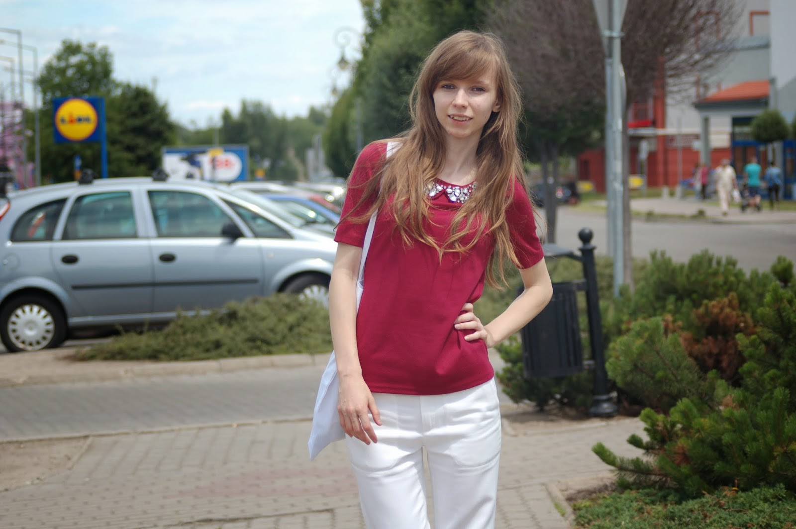 burgundy&white look