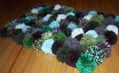 Un poquito de todo como hacer una alfombra de pompones - Como hacer una alfombra de lana ...