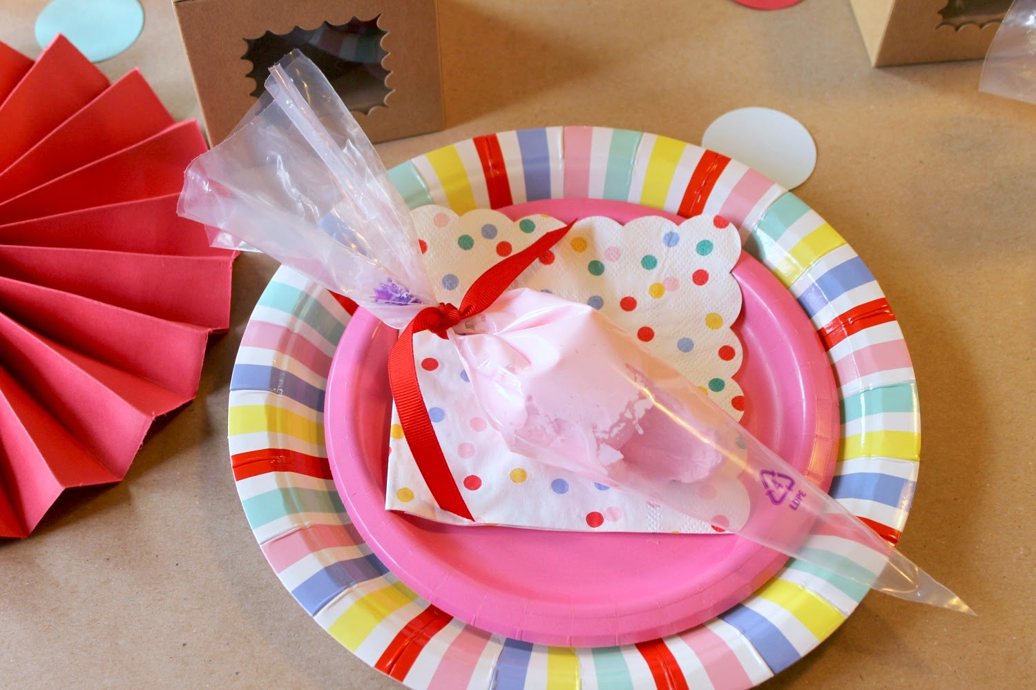 describe in birthday party My brain is full of adjectives that describe how for my birthday breakfast i had three brightly pink box was for the exciting party she had planned for.