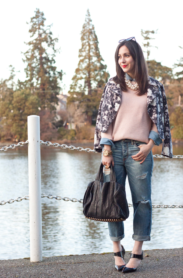 An outfit post highlighting how to wear boyfriend jeans