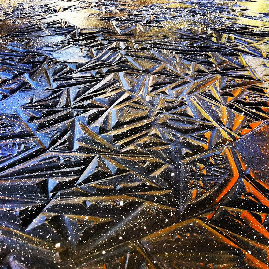 15. Geometric Frozen Pond In Southern Oregon, USA - 18 Beautiful Frozen Lakes, Oceans And Ponds That Resemble Fine Art