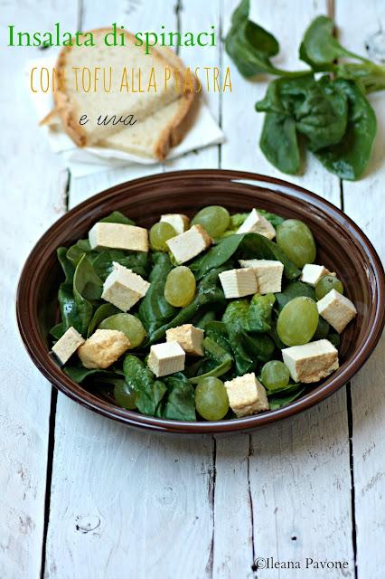doppia ricetta di insalate vegetariane con frutta di stagione: insalata di spinaci, tofu alla piastra e uva e insalata di fichi
