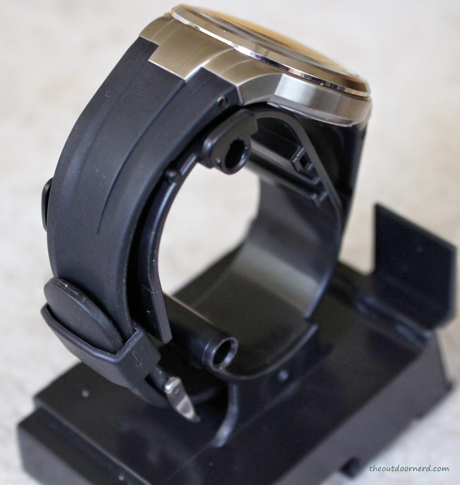 Casio Men's EF305-1AV Edifice Build Quality 4