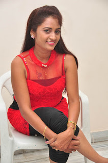 Kaveri Glam pics at Andala chandamama 026.jpg