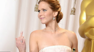 Jennifer Lawrence gives middle finger at Academy Awards