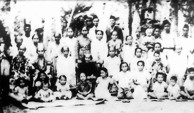 Brunei Old photo A family photo in the 1920s  -  PHOTOS: Haji Mohd Daud Abd Rahman