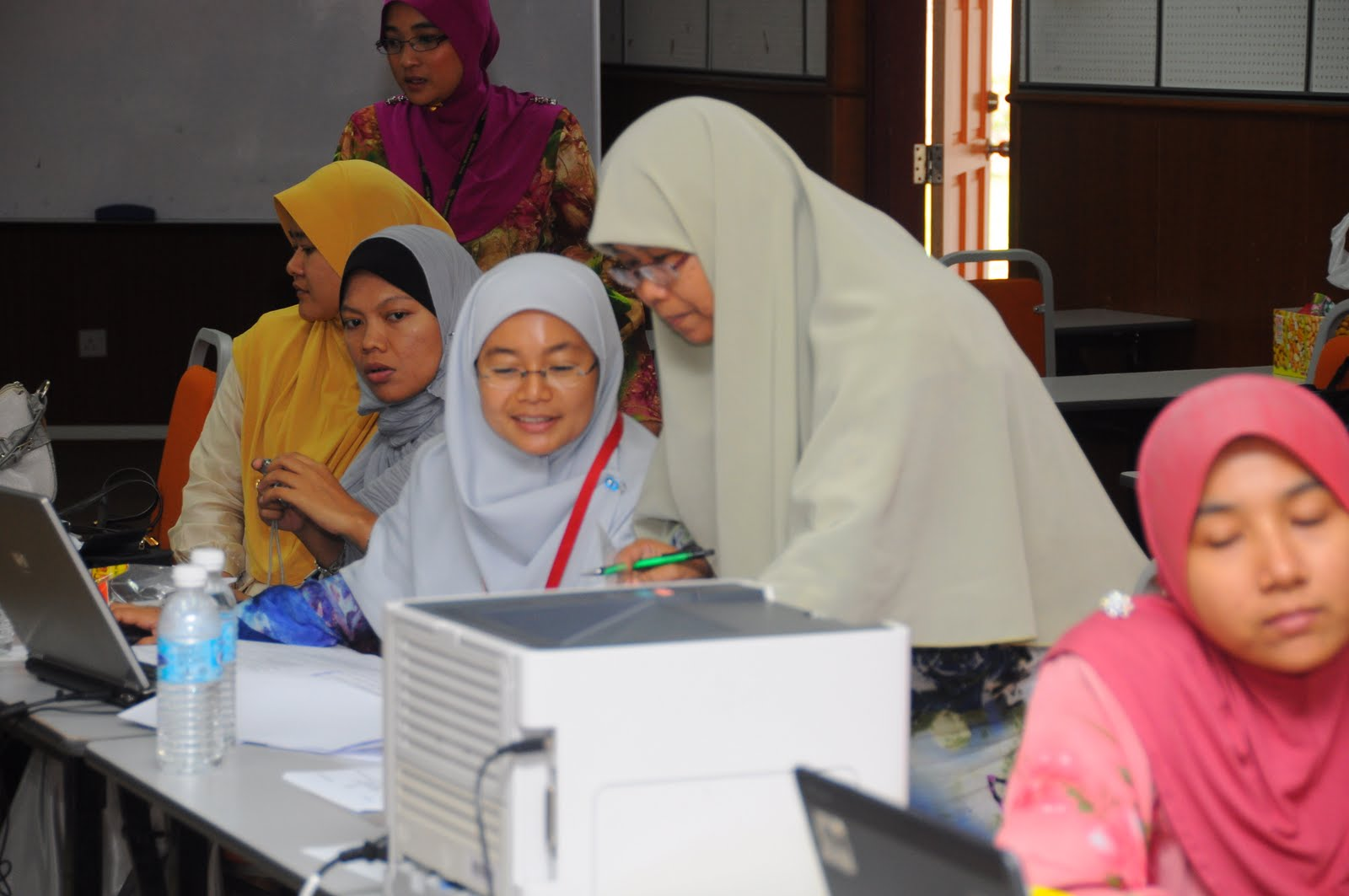 eco261 Eco261 – malaysian economics habibah lehar (2008), the malaysian economy: present and past , upena, universiti teknologi mara additional references.