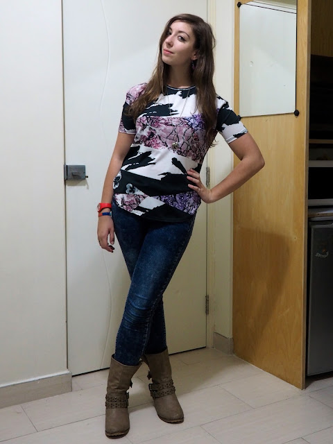Pic n Mix | outfit of purple, black & white floral print t-shirt, blue acid wash skinny jeans, and chunky brown biker boots