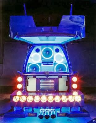 Satoshi Minakawa decorated van