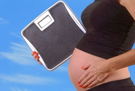 daftar alasan mengapa timbangan berat badan ibu hamil harus naik saat hamil