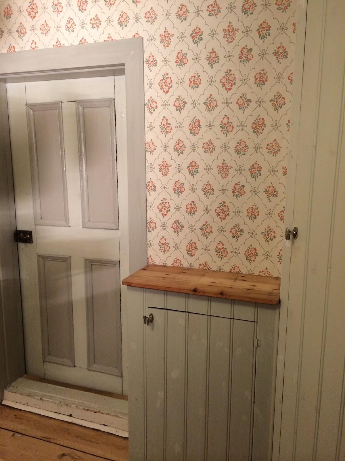 Elins stuga: tapeter i köket